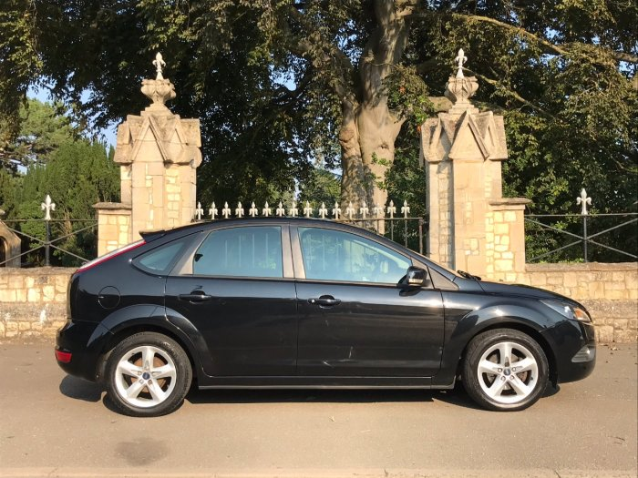 Ford Focus 1.8 Zetec 5dr Hatchback Petrol Black