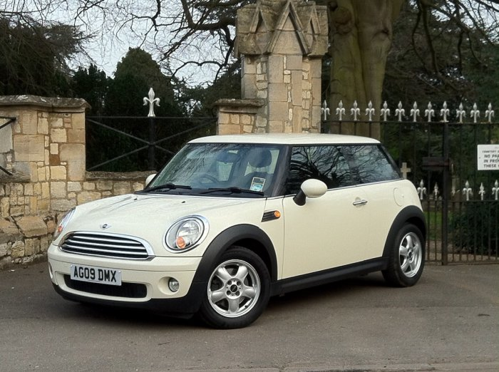Mini Hatchback 1.6 Cooper 3dr Hatchback Petrol White