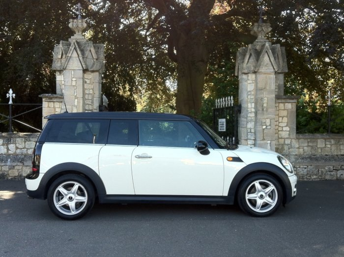Mini Clubman 1.6 Cooper D 5dr Estate Diesel White