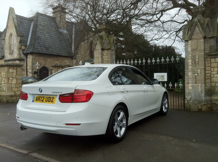 BMW 3 Series 2.0 320d SE 4dr Step Auto Saloon Diesel White