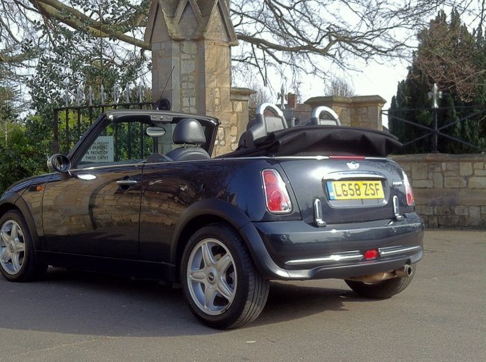 Mini Convertible 1.6 Cooper Chilli Pack + Extras Convertible Petrol Black