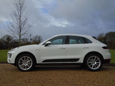 Porsche Macan 3.0 S Diesel 5dr PDK Estate Diesel WhitePorsche Macan 3.0 S Diesel 5dr PDK Estate Diesel White at New March Car Centre March
