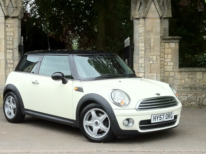 Mini Hatchback 1.6 Cooper D 3dr Hatchback Diesel White