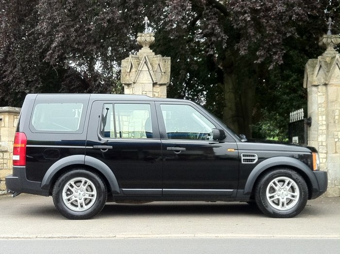 Land Rover Discovery 2.7 Td V6 GS 5dr Auto Estate Diesel Black