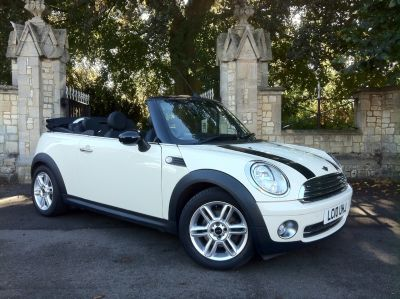 Mini Convertible 1.6 Cooper [122] 2dr Auto Convertible Petrol WhiteMini Convertible 1.6 Cooper [122] 2dr Auto Convertible Petrol White at New March Car Centre March
