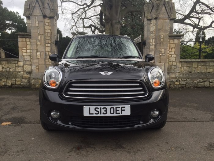 Mini Countryman 2.0 Cooper D ALL4 5dr Auto Hatchback Diesel Black