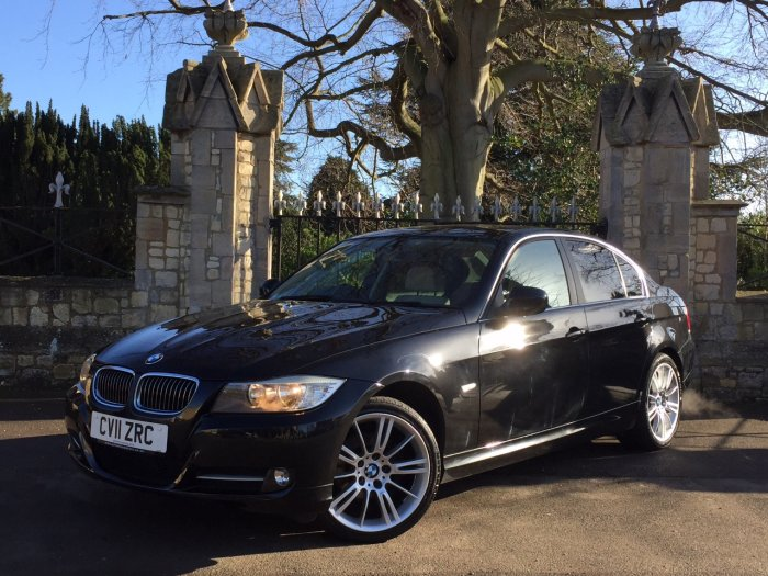 BMW 3 Series 2.0 320i Exclusive Edition 4dr Saloon Petrol Black