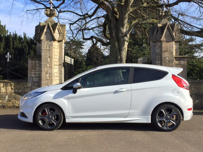 Ford Fiesta 1.6 EcoBoost ST-2 3dr Pick Up Petrol White
