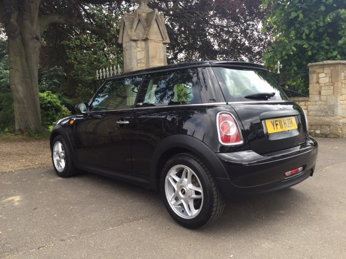 Mini Hatchback 1.6 First Cooper S wheels Hatchback Petrol Black