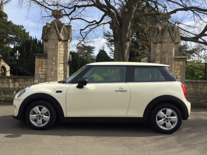 Mini Hatchback 1.5 One D 3dr Hatchback Diesel White