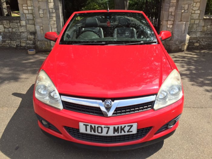 Vauxhall Astra 1.8 VVT Exclusiv Black 2dr Convertible Petrol Red