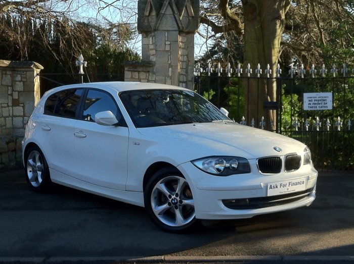 BMW 1 Series 116i [2.0] Sport 5dr Hatchback Petrol White